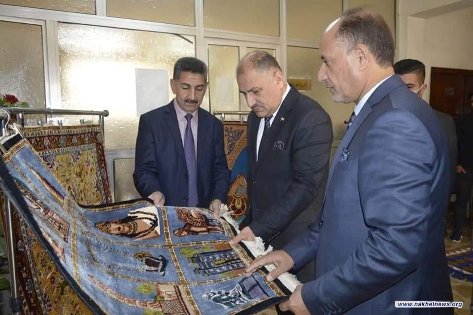 وزير الصناعة والمعادن يتفقد مصنع السجاد اليدوي ويثني على جودة ونوعية المنتجات