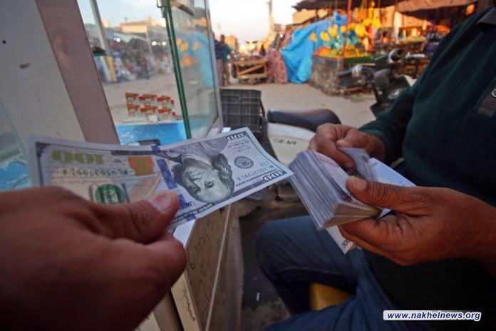 """أكثر من 150 مليون دولار.. رقم """"ثابت"""" من العملة الصعبة يخرج يوميًا من العراق إلى """"المجهول"""" منذ سنوات بـ""""طريقة رسمية مشبوهة"""""""