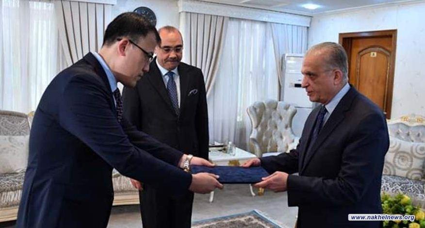 الحكيم يتسلـَّم نسخة من أوراق اعتماد سفير جمهورية الصين الشعبية لدى بغداد