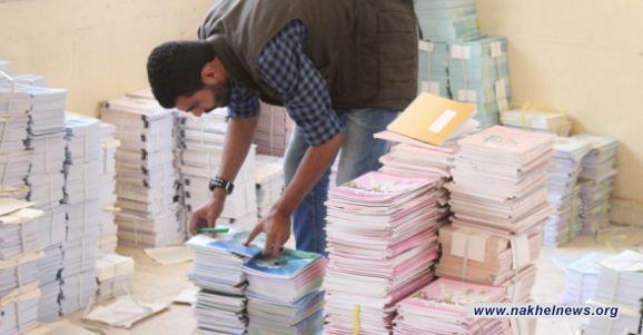 التربية: توزيع الكتب المدرسية في موعدها المحدد في شهر آب من كل سنة