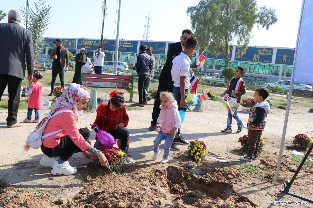 براعم شهداء البصرة يساهمون في حملة تزيين ساحة الطيران بصور الشهداء وزراعة الاشجار.