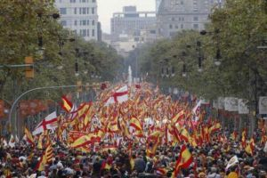 مئات الالاف يتظاهرون في برشلونة ضد محاكمة قادة انفصال كتالونيا